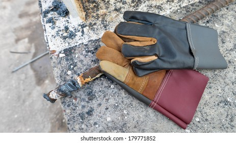 Industrial leather glove for welding