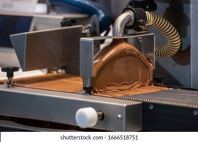 Industrial machine to cover with sweet chocolate