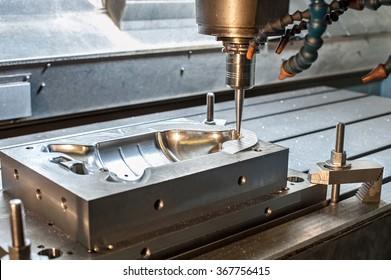 Industrielle Metallformen/Blindfräsen. Metallverarbeitung. Lathe-, Fräs- und Bohrindustrie. CNC-Technologie.