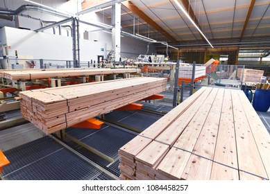 Industrial plant sawmill - production of wooden boards with modern machines
