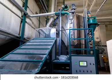 Industrial production of polystyrene foam insulation panels or plates. The process of conversion of pre-expanded polystyrene beads under the action of temperature 120 or 160°C in the heating chamber.