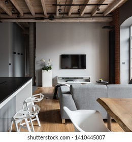 Industrial studio flat with kitchen island and open living room
