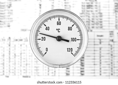 Industrial Thermometer with round analog dial with Arabic numerals