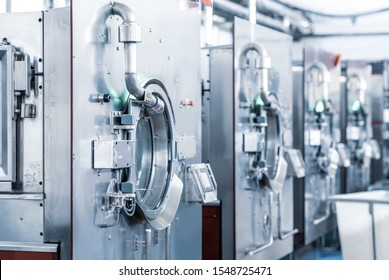 Industrial wash machine for washing a big amount of textiles