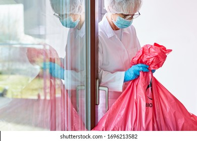 Infectious hazardous waste Disposal in hospital by cleaning staff with a mouthguard in the case of a coronavirus epidemic