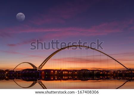 infinity-bridge-dusk-stocktonontees-engl