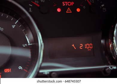 Information about the approaching service on the car dashboard