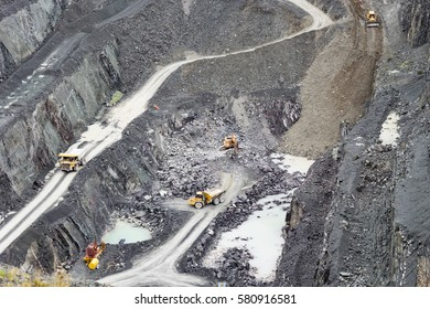Ingleton quarry producing road surface dressing.