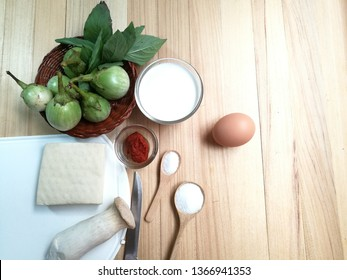 Ingredient of Thai White Ribbed and Thai red curry with chicken. Kang ped Solanum melongena.