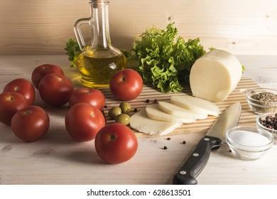 Ingredients for Caprese lettuce