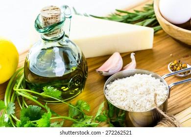 Ingredients for preparing pasta pangrattato with crispy eggs.