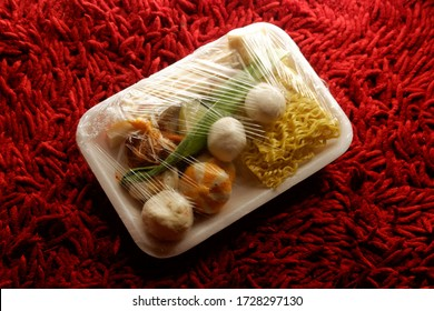 ingredients of raw tomyam on package