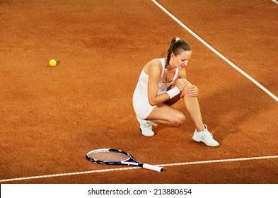 Ingured tennis female player