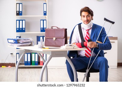 Injured employee working in the office