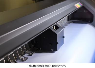 Inkjet printer machine works on white vinyl.