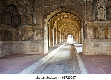 Inlaid marble, columns and arches, Hall of Private Audience or Diwan I Khas at the Lal Qila or Red Fort in Delhi, India