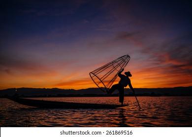INLE LAKE - JANUARY 25 : fisherman posing on a boat on January 22 , 2014 in Inle Lake,Myanmar