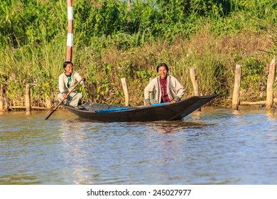INLE LAKE, MYANMAR - DEC 8: Inthas travel on boat on Dec 8, 2014 in Inle, Myanmar. Travel by boat is the major transportation mean both local and tourists in Inle lake.