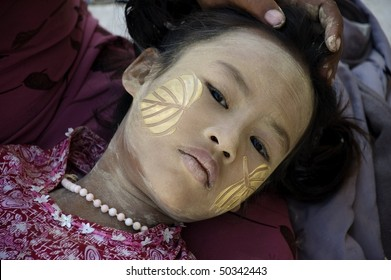 INLE LAKE, MYANMAR - FEB 12: face of the young girl with traditional thanaka on it,  on february 12, 2009 in Inle Lake, Myanmar.