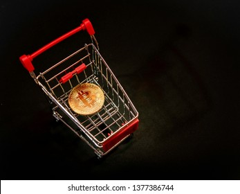 An innovative digital currency bitcion concept, Bitcoin on the small shopping cart