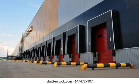 Innovative logistic warehouse complex. Excellent solution for storing, sorting and transporting products. Transportation.
