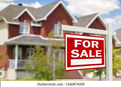 The inscription on the sale of a beautiful house