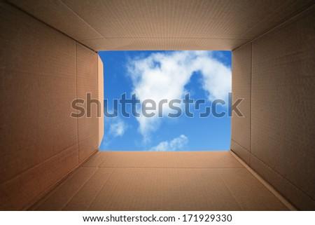 inside cardboard box concept moving house の写真素材 今すぐ編集