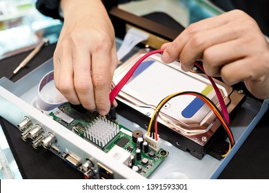 Install of Digital video recorder. HDD. DVR.