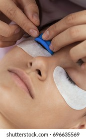 Installation of an auxiliary applicator on the upper eyelid before the procedure of curling eyelashes. Curling, dyeing and laminating eyelashes.