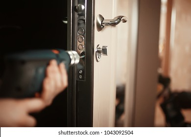 installation of a lock in the door