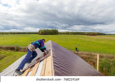 installation of metal roofing in a country house