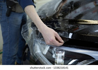 installation of protective film on the car body,car paint protection film installing