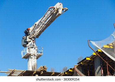 Installation for pumping concrete to a height of
