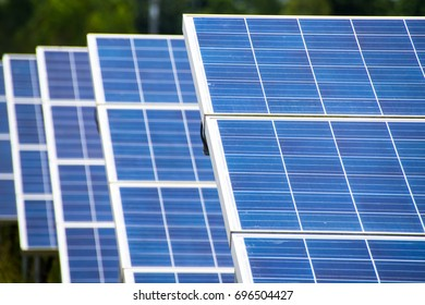 The installation of solar cells stacked layers. In the area of ??solar farms. Alternative energy from nature is clean energy. And do not affect the environment.