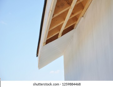 Installig eaves, soffit boards, fascias on new house roofing construction