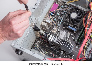 Installing graphics card in a computer