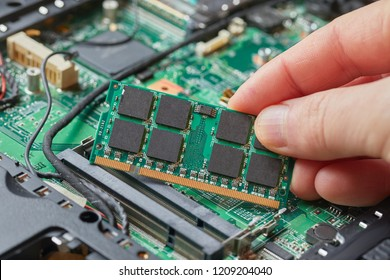 Installing memory module in a laptop computer