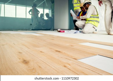 Installing wooden laminate flooring