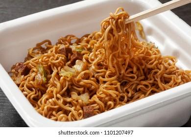 Instant fried noodles
