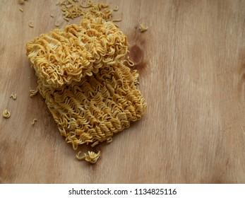 instant noodel on woodden board