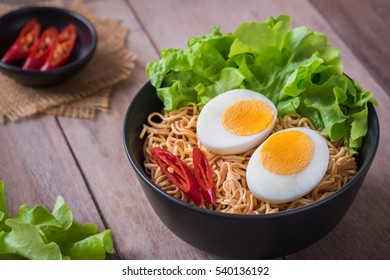 Instant noodles with egg in bowl
