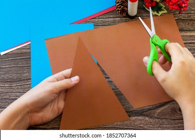 Instruction step 2. Merry greeting card with a Christmas deer on a wooden table. Handmade. Children's creativity project, crafts, crafts for kids.