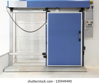 Insulated automated blue door at reefer refrigerator
