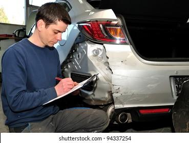 An insurance expert