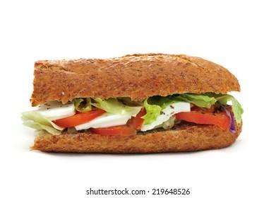 Integral baguette with tomato and mozzarella, lettuce and onion