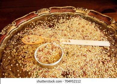 Integral Bulgur, millet and red rice on an elegant wooden tray.