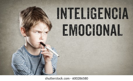 Inteligencia emocional, Spanish text for Emotional Intelligence, , sceptical woman looking at text grunge background
