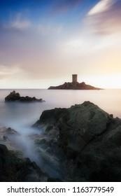 intense light around the island on cap dramont
