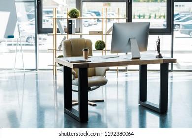 Bureau dentreprise avec mobilier images stock photos & vectors