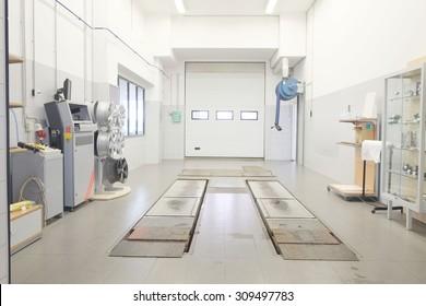 Inneneinrichtung einer Autowerkstatt